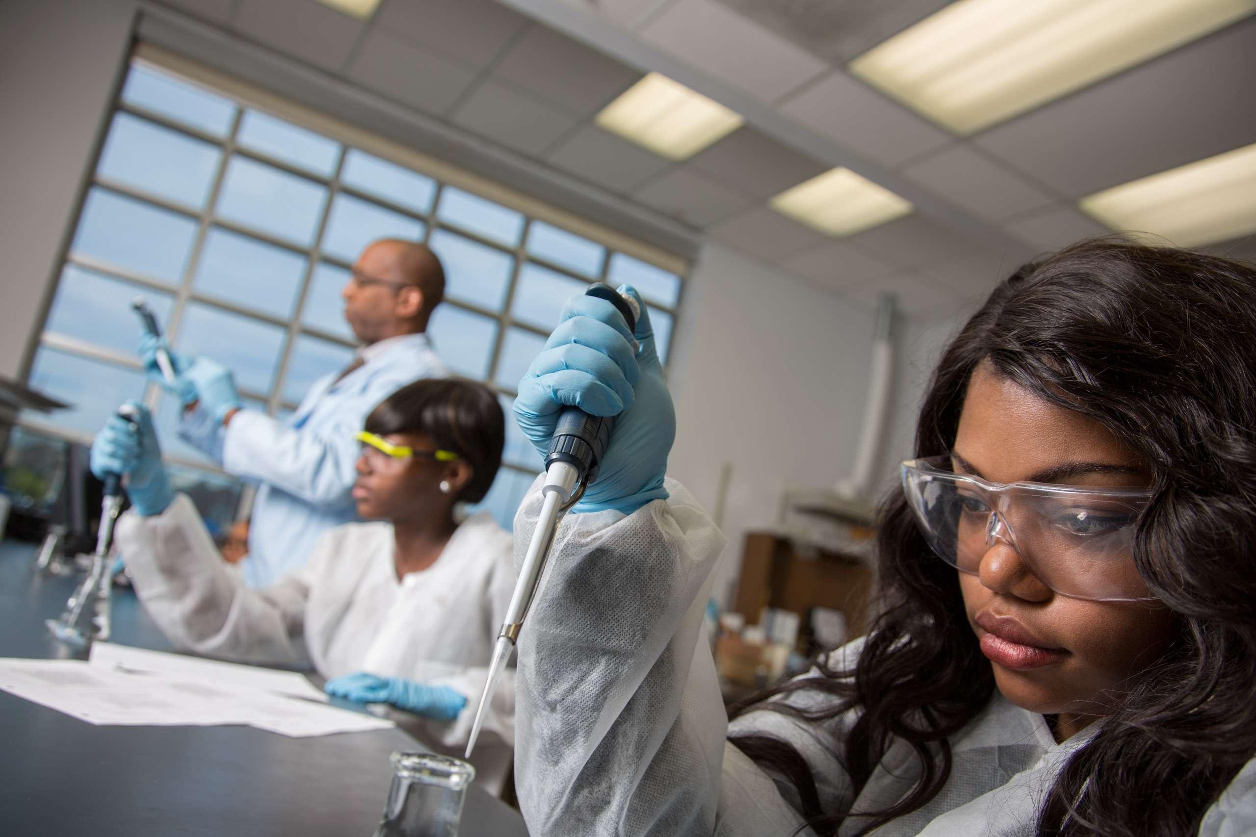 PORTFOLIO - People #25 Laboratory Technicians in Training