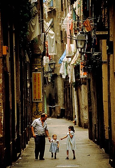 1barcelona_street.jpg