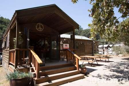 Cabin 02-52.jpg