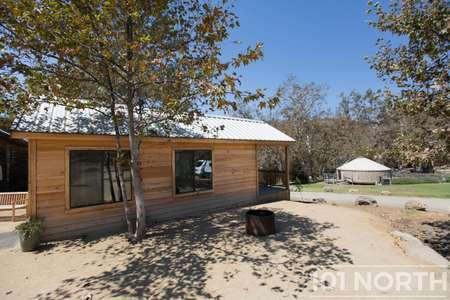 Cabin 02-16.jpg