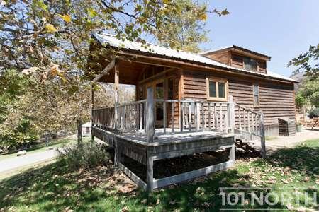 Cabin 02-21.jpg