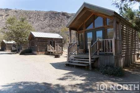 Cabin 02-31.jpg