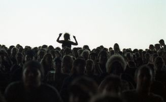 21_0_79_1lillith_crowd.jpg