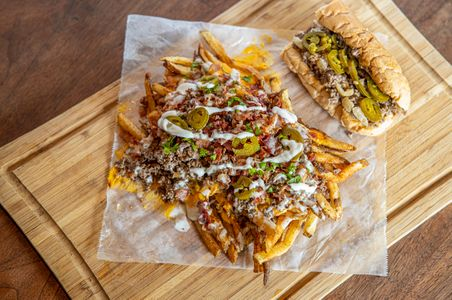 phillyphamouscheesesteaks_fries_sRGB_2560x1700_72ppi.jpg