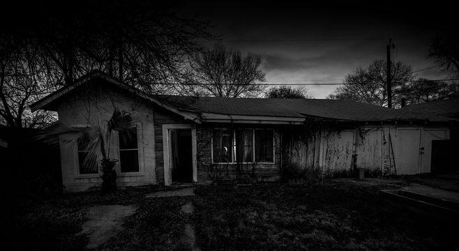 murderhouse1_bw_2560x1400_72ppi.jpg