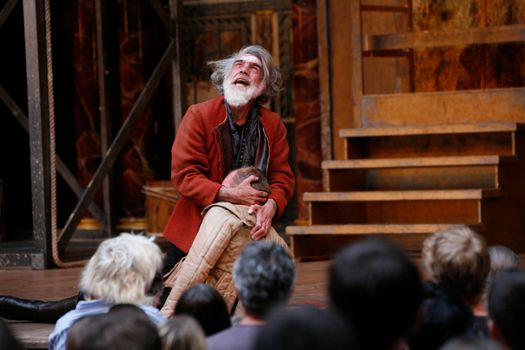 Henry vI Trilogy, The Globe Theatre.