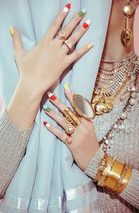 pill-popper-finger-nails-manicure-vintage-retro.jpg