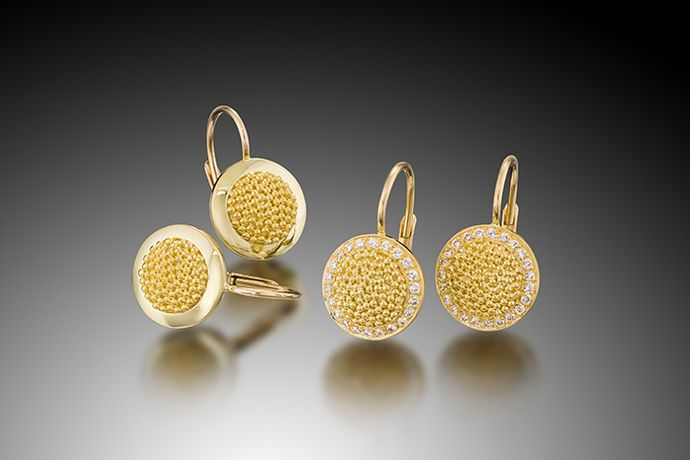 SMALL CIRCLE OF LIGHT EARRINGS