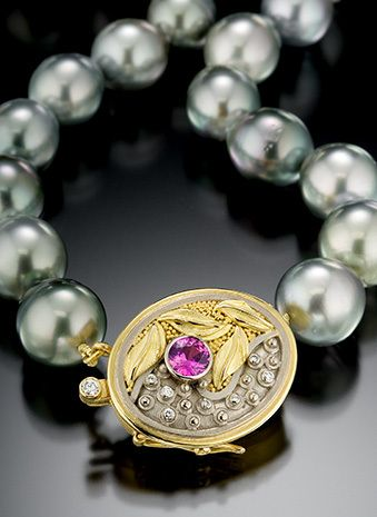 TAHITIAN PEARL NECKLACE WITH HANDMADE CLASP(DETAILED VIEW)