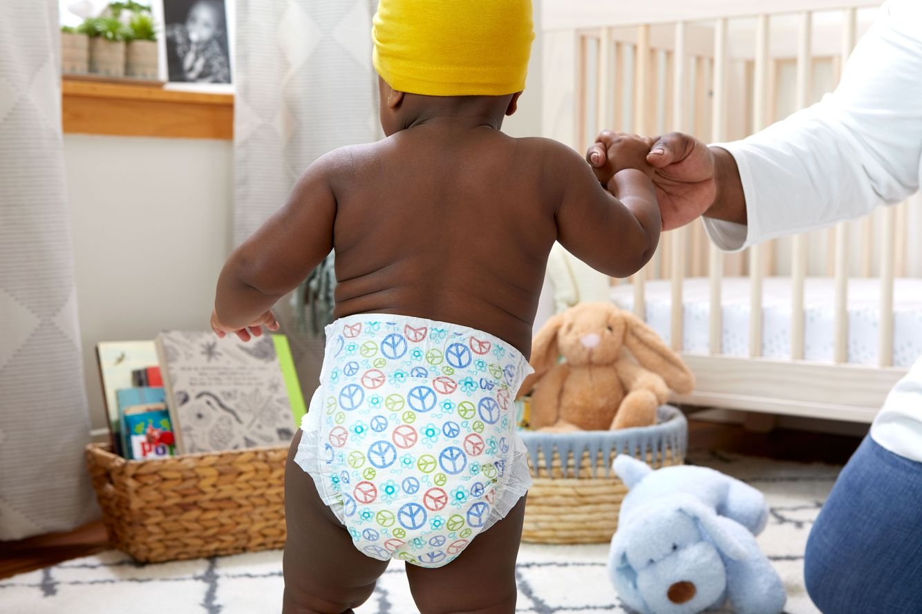 2020-Baby-DiaperStage5-BabyBParentHolding-1530.jpg