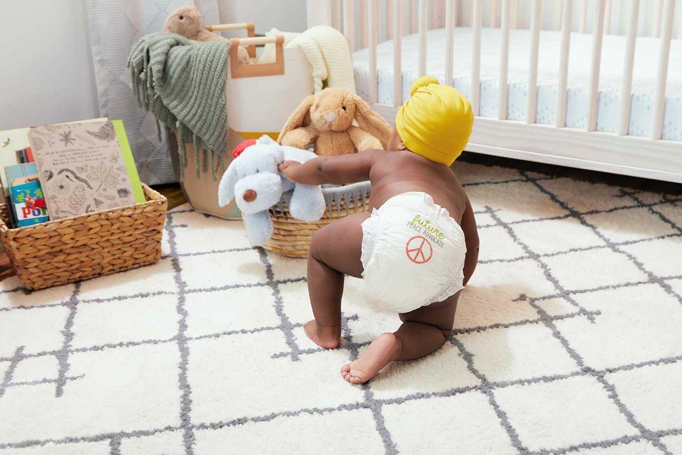 2020-Baby-DiaperStage5-BabyBParentHolding-384.jpg