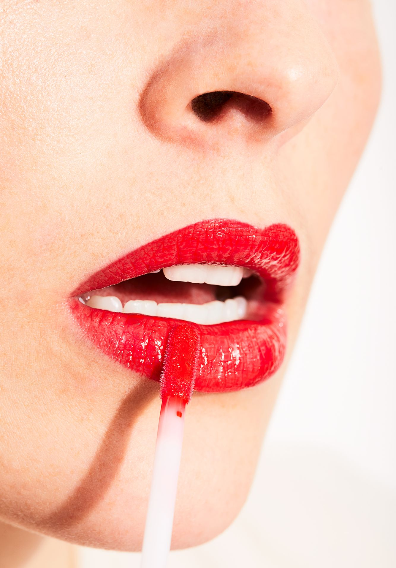 W3ll_2020_LipGloss_CandyApple_23488.jpg
