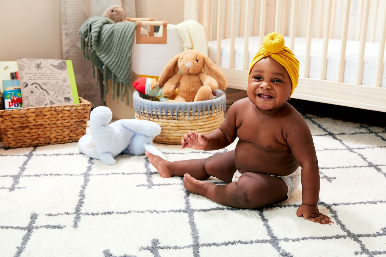 2020-Baby-DiaperStage5-PriorityWideShotBlank-BabyB-1252-BabyBParentHolding-389.jpg