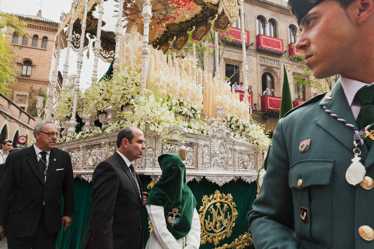 Float, Brotherhood, Guardia Civil • Seville 2011
