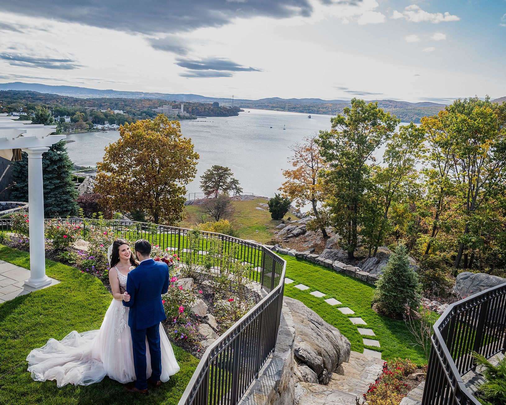 AHudson River Autumn Wedding
