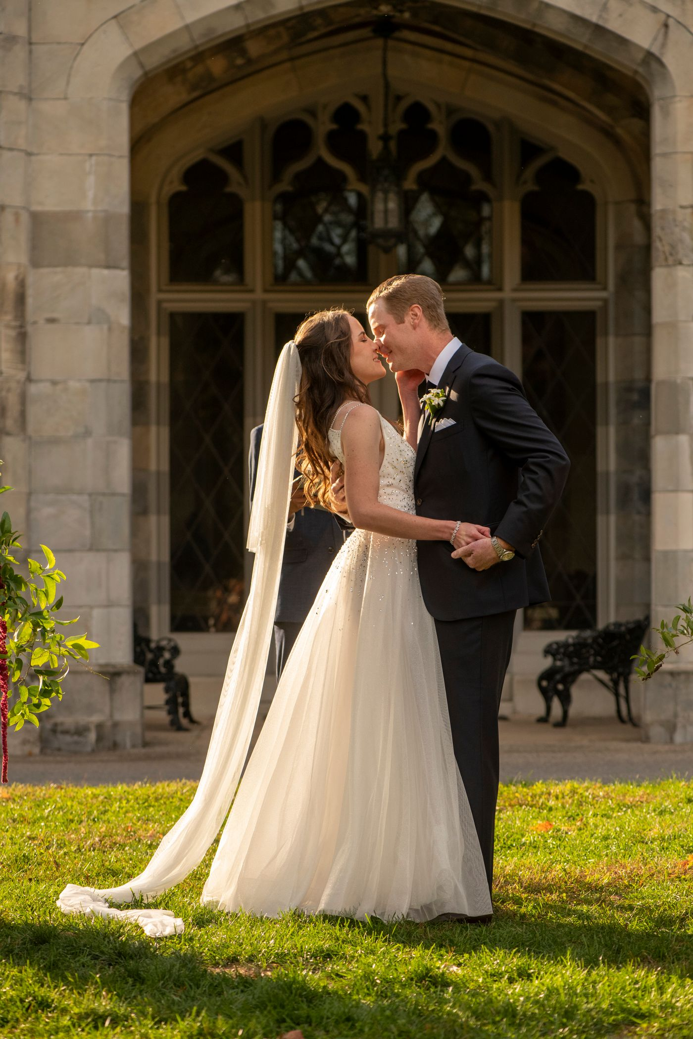 A Lyndhurst Wedding Kiss In The Time of Covid