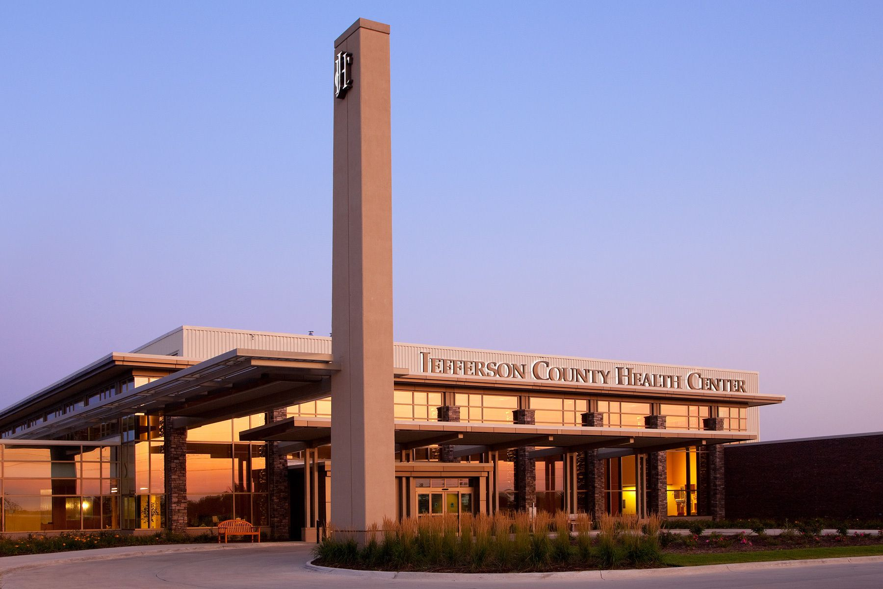 1jefferson_hospital_dusk_hga_front.jpg