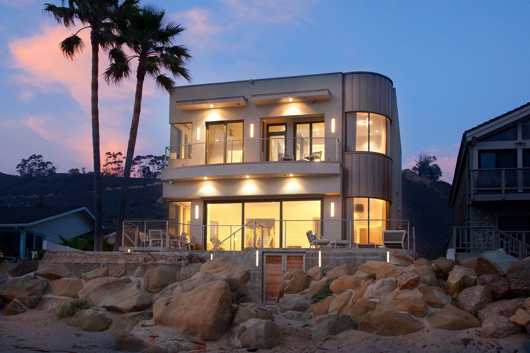1bryon_cranston_cambria_beachhouse_night.jpg