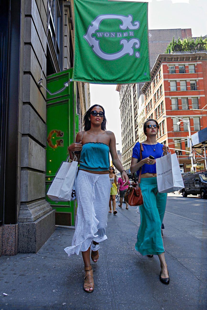 4654-NY-Shoppers.jpg