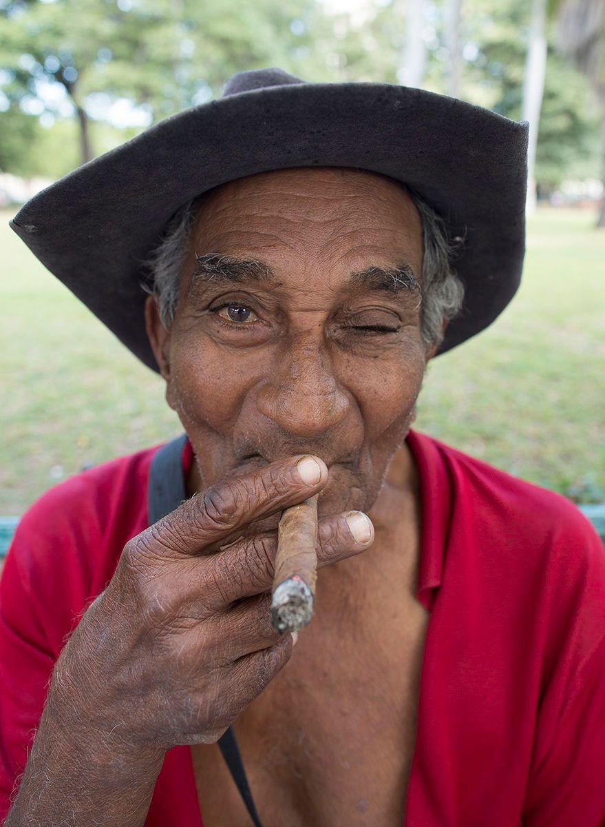 1r3915_park_bench_cigar_copy