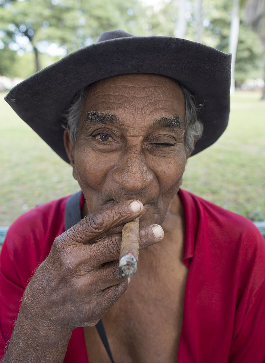1r3915_park_bench_cigar_copy