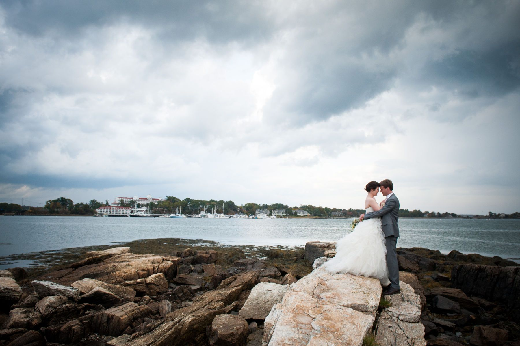 bride and groom at the wentworth by the sea country club in rye nh