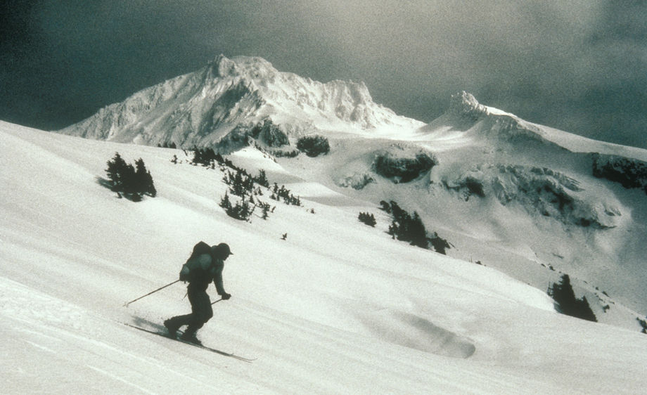 Telemark skiing on Yoakum Ridge on Mt. Hood, Oregon