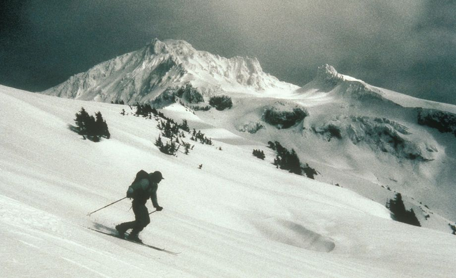 Telemark skiing on Yoakum Ridge on Mt. Hood, Oregon