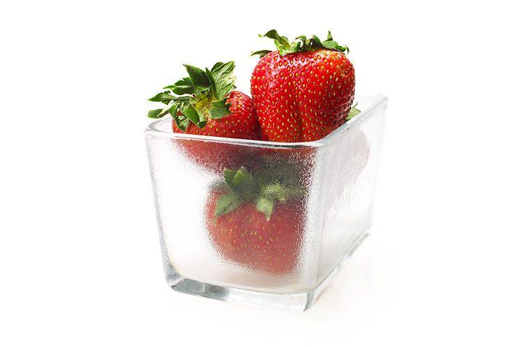 1still_life_strawberries_03986.jpg