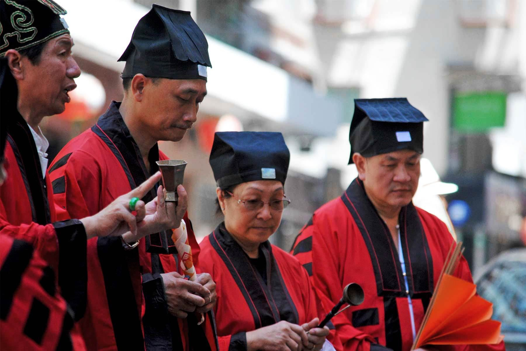 100___hk___priests_2.jpg
