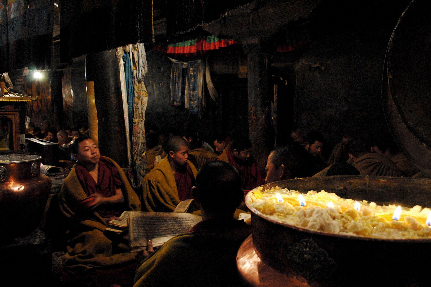 1r12___tibet_temple_templo_monk_buddhist_buddhism_budista_monje.jpg
