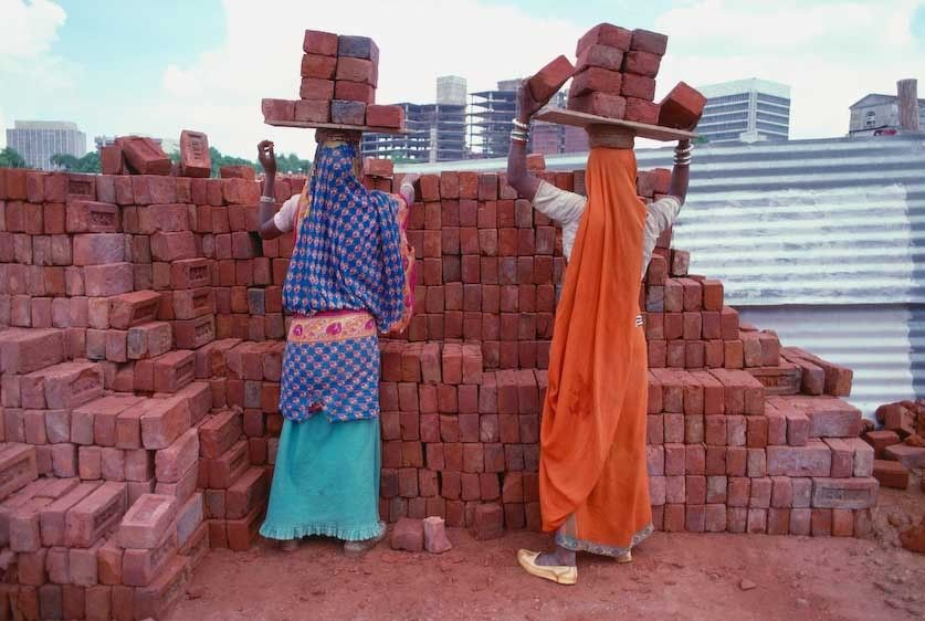 1India_New_Delhi_construction_worker