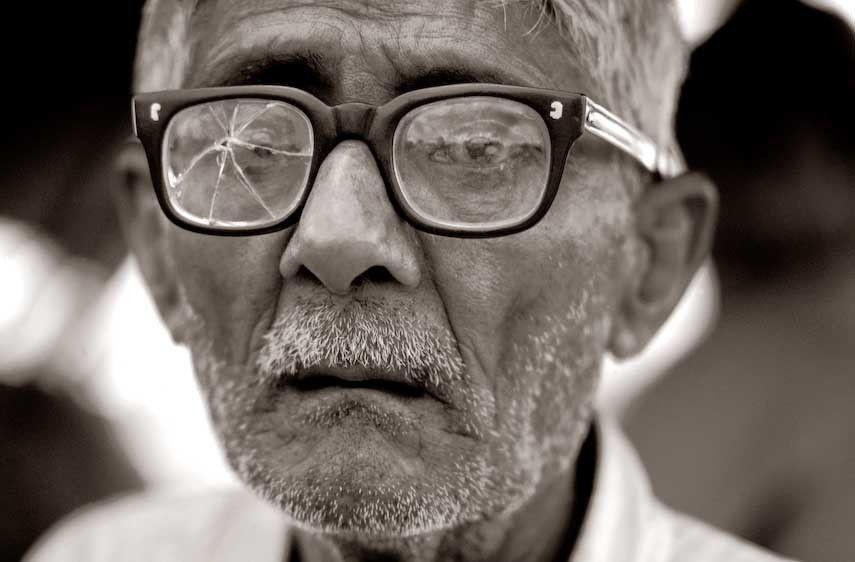 1India___broken_lens_