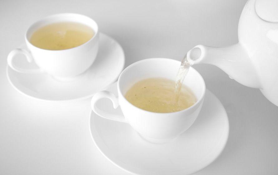 1China_Shanghai_tea_pouring_