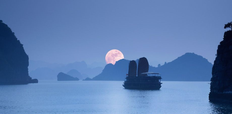 1moonrise_halong_bay