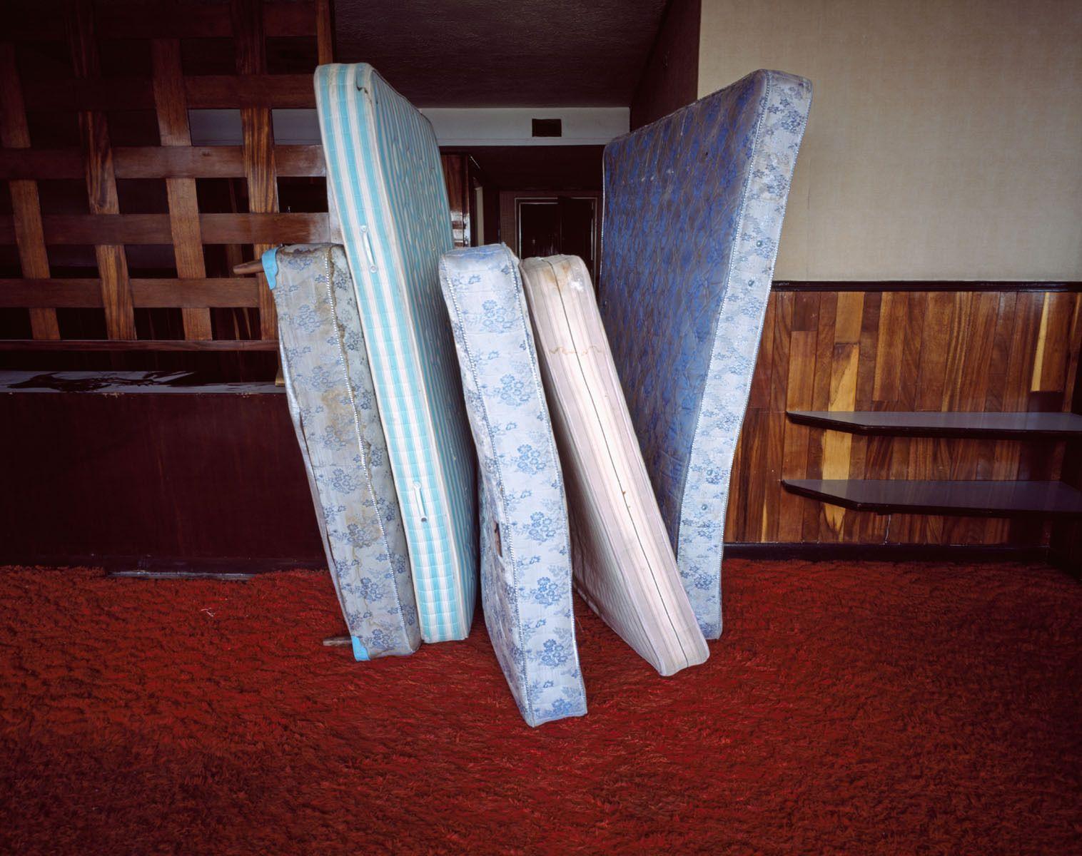 Beds, 2006