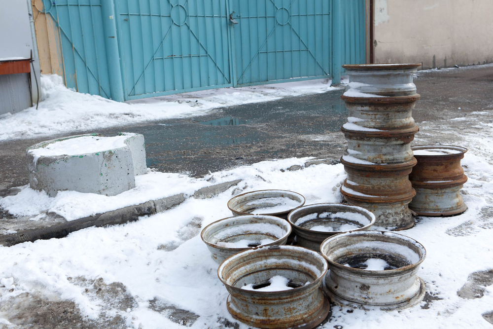 1moscow_abandoned_hubcaps