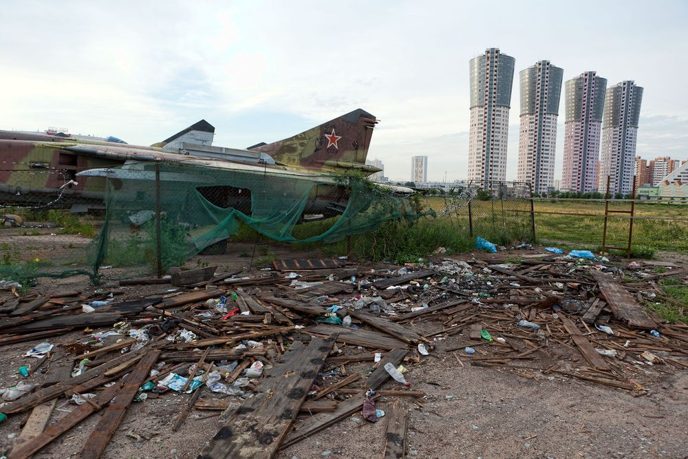 1moscow_trash_soviet_planes_modern_buildings