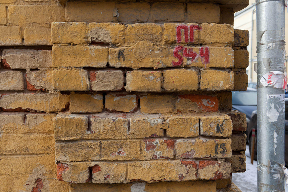 1moscow_exposed_brick_wall