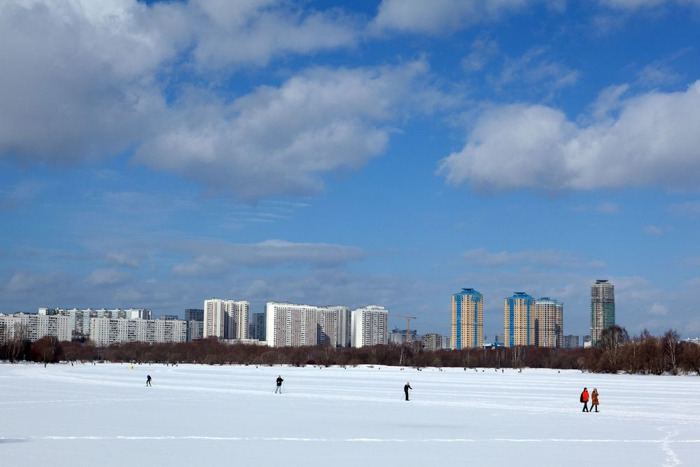 1moscow_winter_urban_leisure_cross_country_skiing