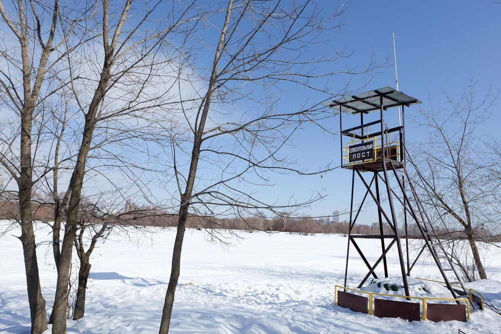 1moscow_winter_urban_leicure_lifeguard_lookout