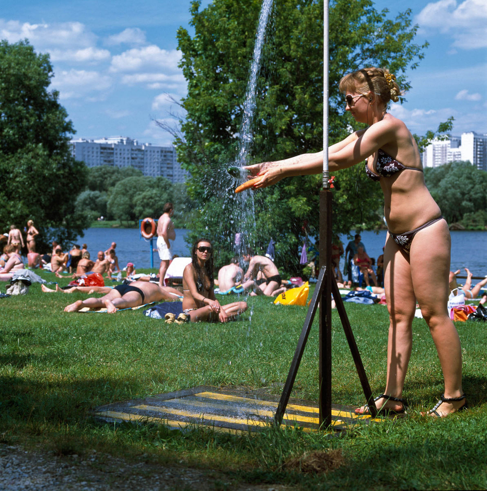 1moscow_summer_urban_leisure_outdoor_shower