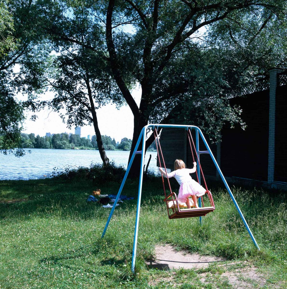 1moscow_summer_urban_leisure_tutu_swing