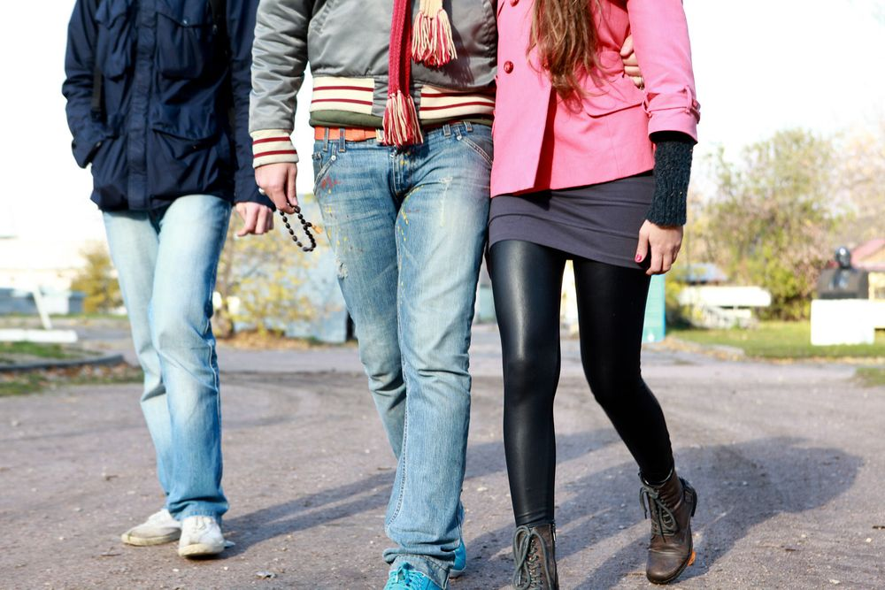 1moscow_youth_friends_walking