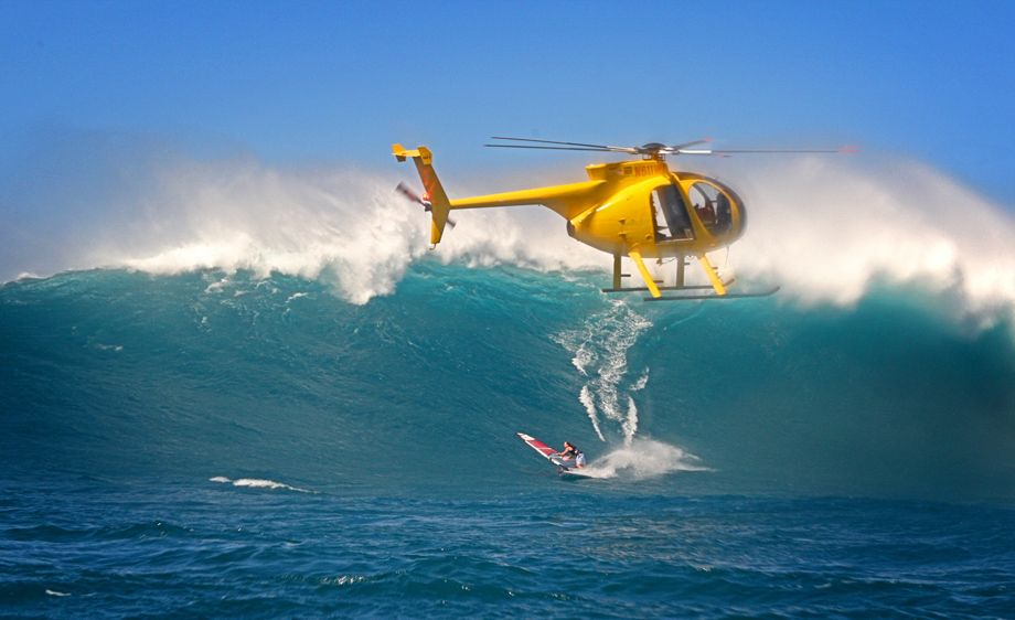 1Robby_Naish_Windsurf__Jaws_Waves.jpg