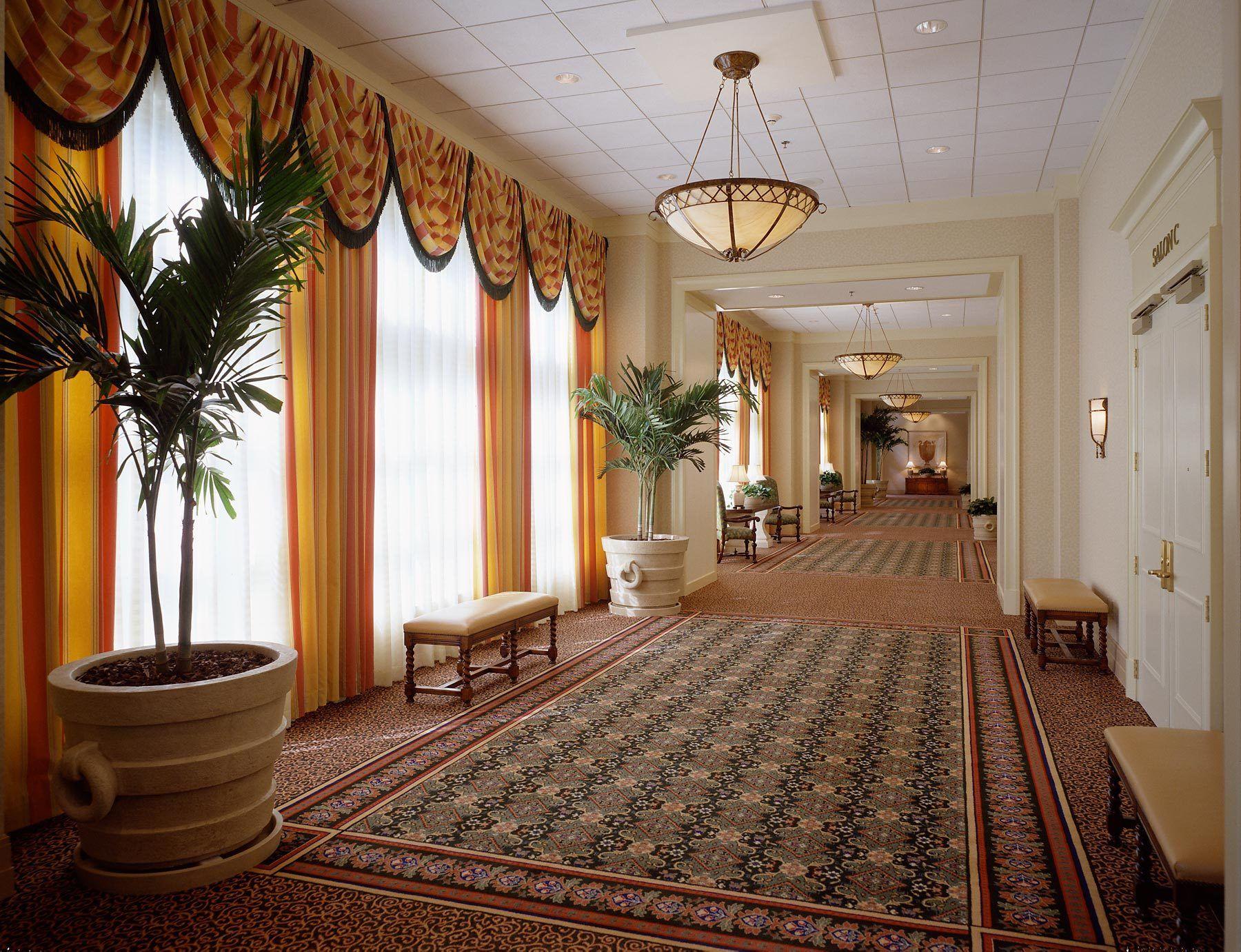 1meeting_hallway.jpg
