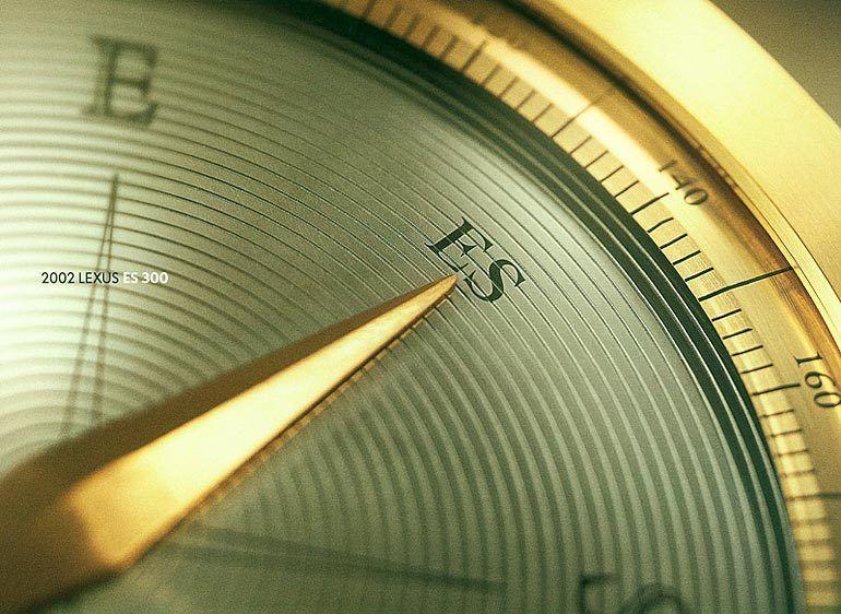1Lexus_Compass_Detail.jpg