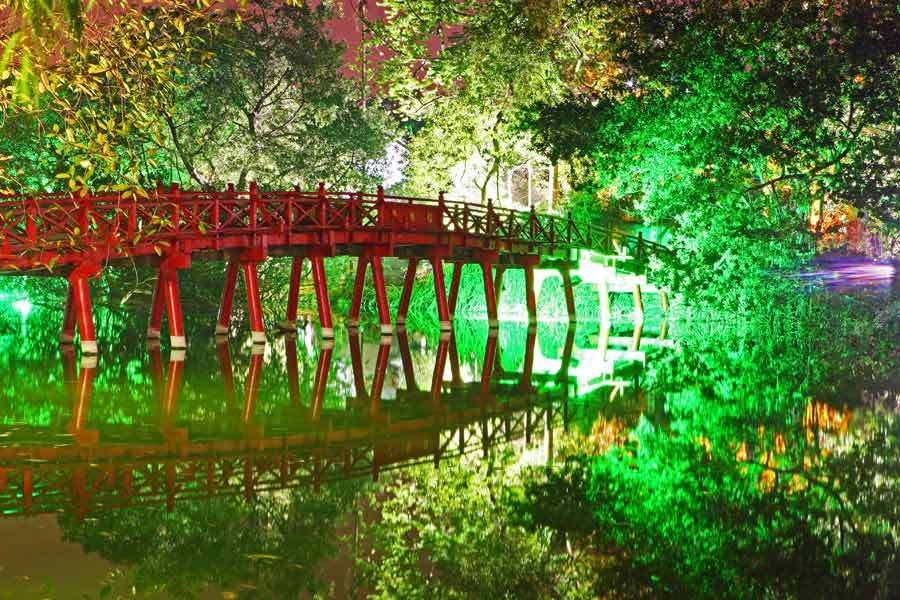 Sun Beam Bridge, Hoan Kiem Lake