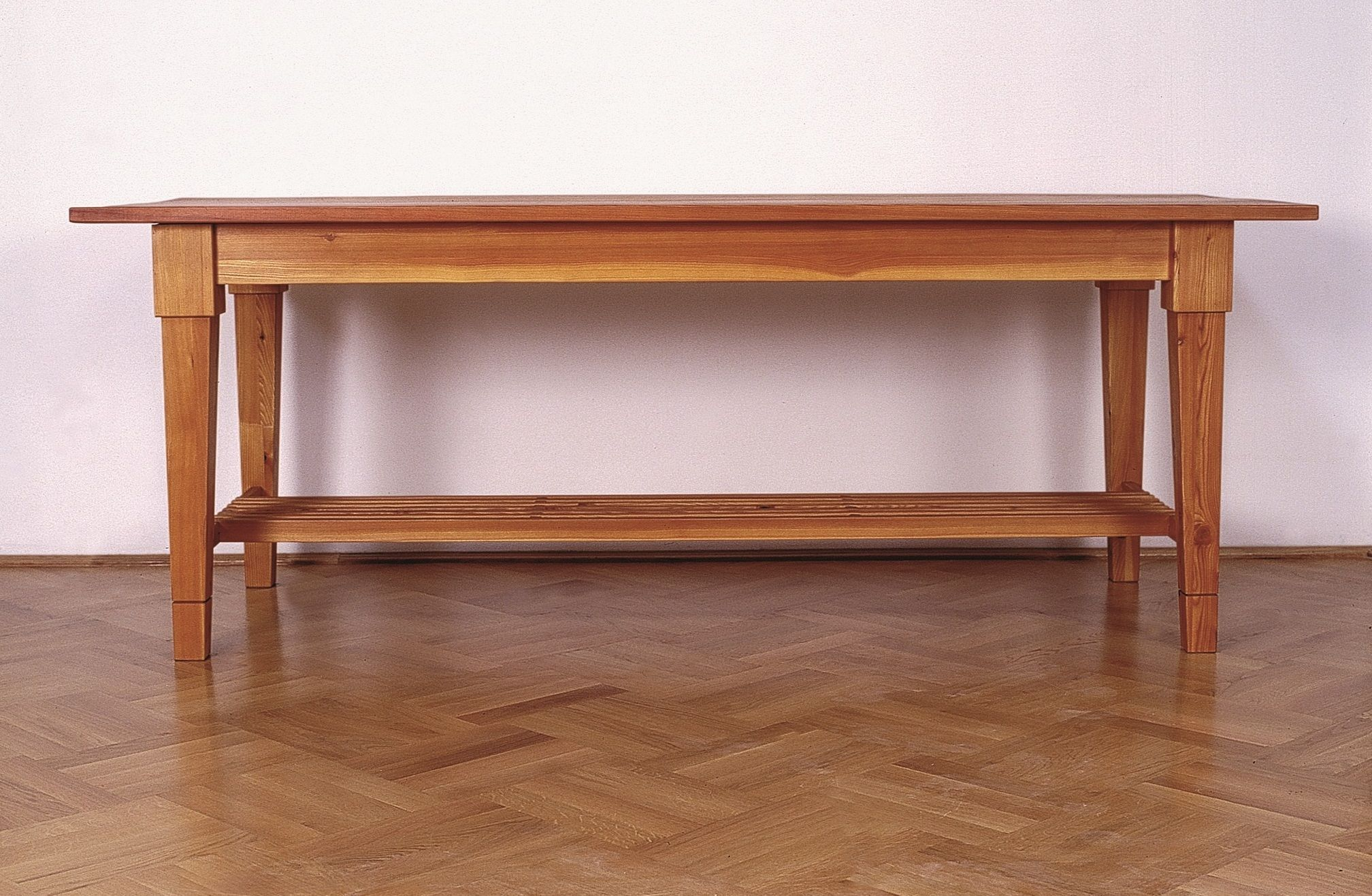 Duna Museum Table.jpg