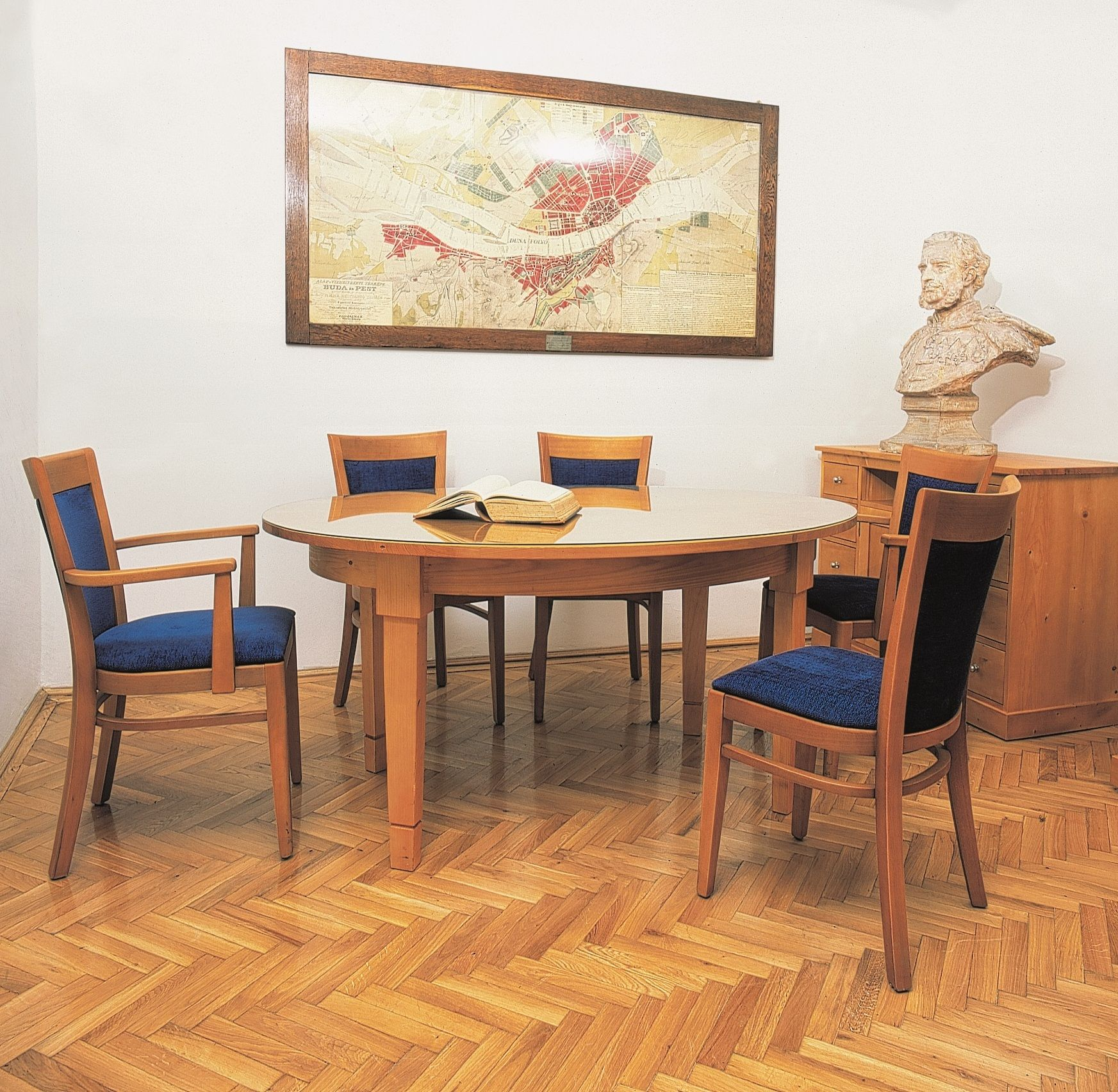 Duna Museum Office Table.jpg